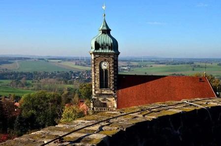 Blick von Burg Stolpen mit Kirche