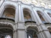 Balkone mit Kronenleuchtern