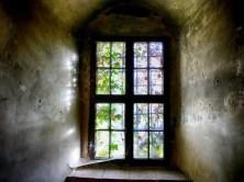 Großes altes Fenster Spinnenweben