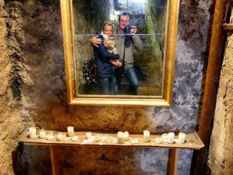 Spiegel Kerzen Selfie Gemäuer