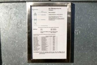 Koenig-Albert-Turm Tafel mit Öffnungszeiten