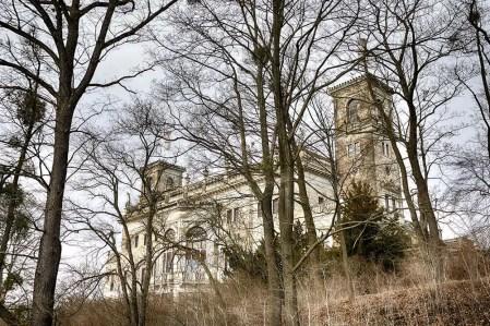 Schloss Albrechtsberg Gesamtansicht Wald