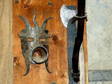 Maske Metall Beil