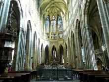 Kirche Halle Bänke Altar