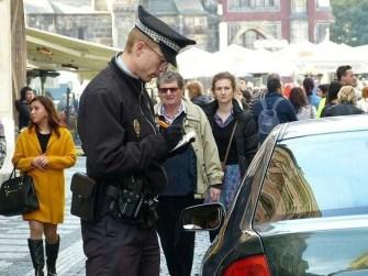 Polizist Prag Knöllchen