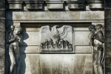 Skulpturen Adler und Menschen Urnenhain Tolkewitz Krematorium