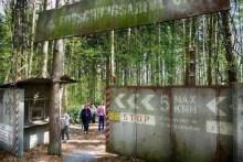 Eingang zum Saurier Park. Achtung Alarmanlage defekt