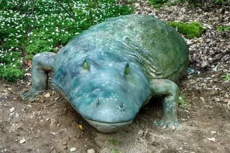 Fettes Krokodil aus Stein
