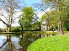 Teich Bäume Pavillon Schloss Pillnitz