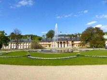 Springbrunnen und Beete Schloss Pillnitz