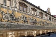 Fürstenzug Seitenansicht mit Straße