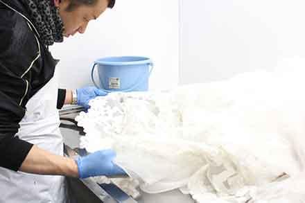 ウエディングドレスの漂白、ツヤ出し
