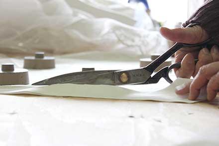 破れやすいオーガンジーやチュールなどの修理