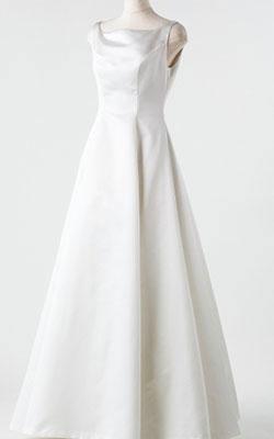 シンプルサテンウエディングドレス