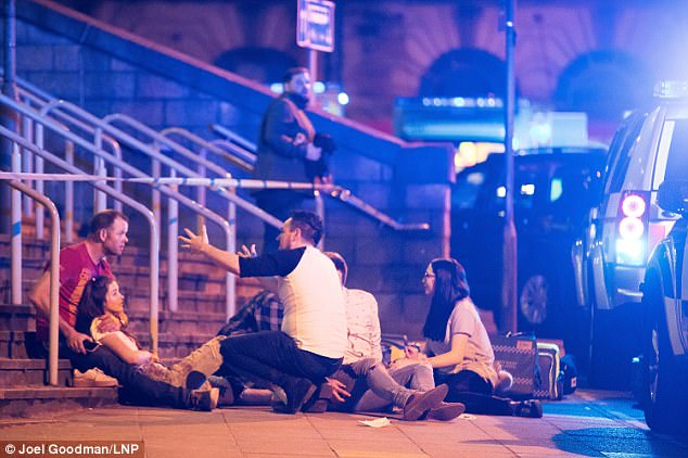 https://i1.wp.com/www.dreuz.info/wp-content/uploads/2017/05/40AE589500000578-4532374-Concert_goers_and_witnesses_have_described_the_chaos_after_huge_-a-69_1495501098428.jpg