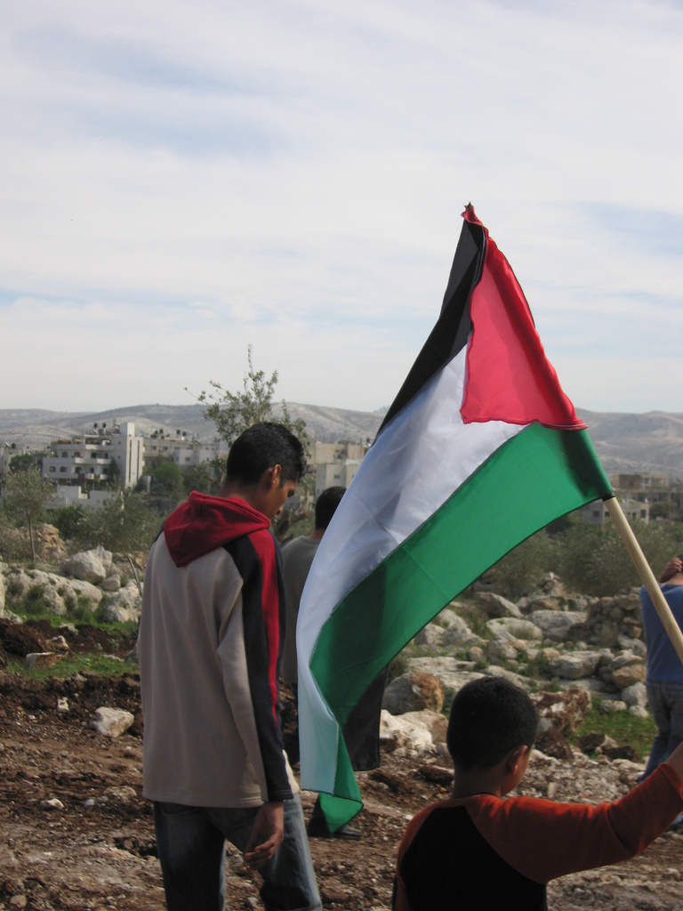 https://i1.wp.com/www.dreuz.info/wp-content/uploads/2017/07/Drapeau-palestinien-en-berne-Dreuz.jpg