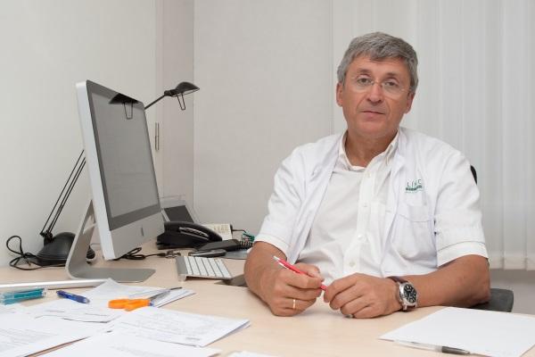 Consulta del Dr. Francisco Carmona