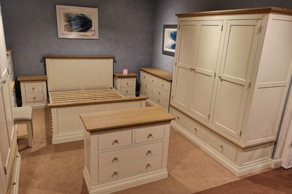 Cousins furniture oak wood bedroom furniture fitting