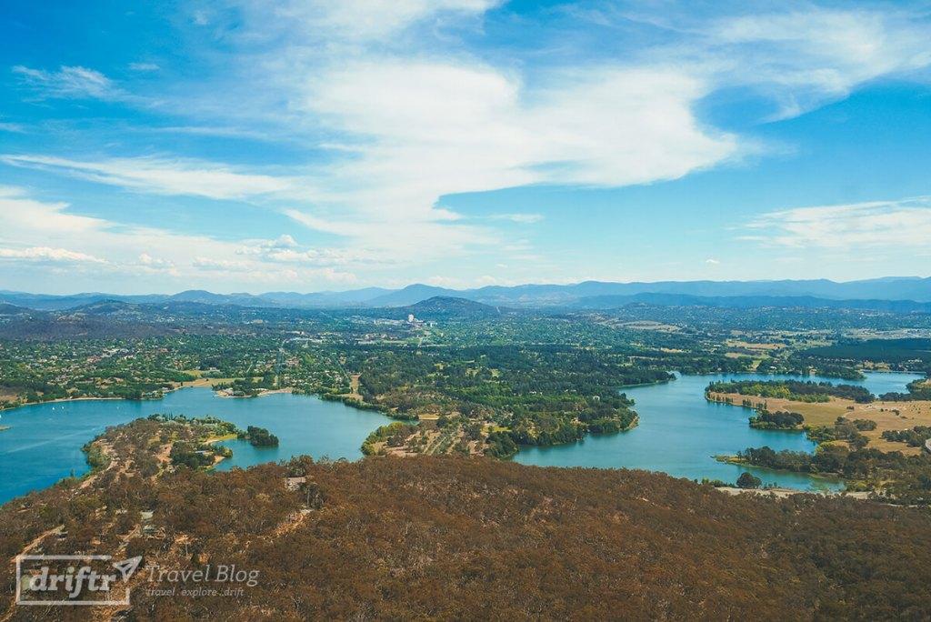 Blick über Canberra und umliegende Gebiete