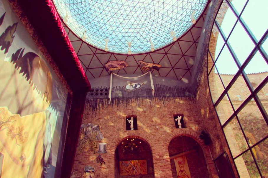 Clue's to the Dali Museum's previous life as a theatre