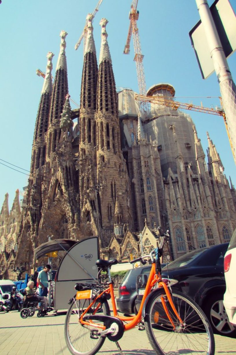 Bike tour of La Sagrada Familia in Barcelona