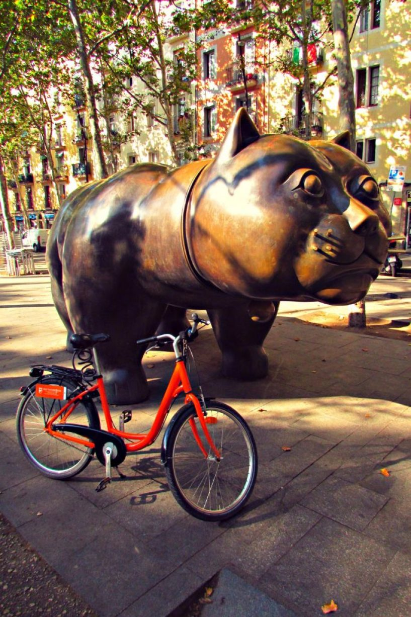 Giant cat statue in Raval, Barcelona