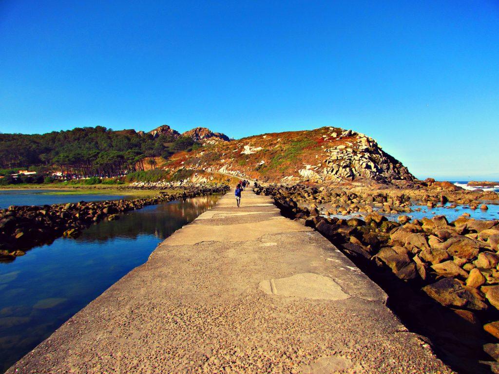 hikie-cies-islands-just-follow-the-paths-copyright-ben-holbrook