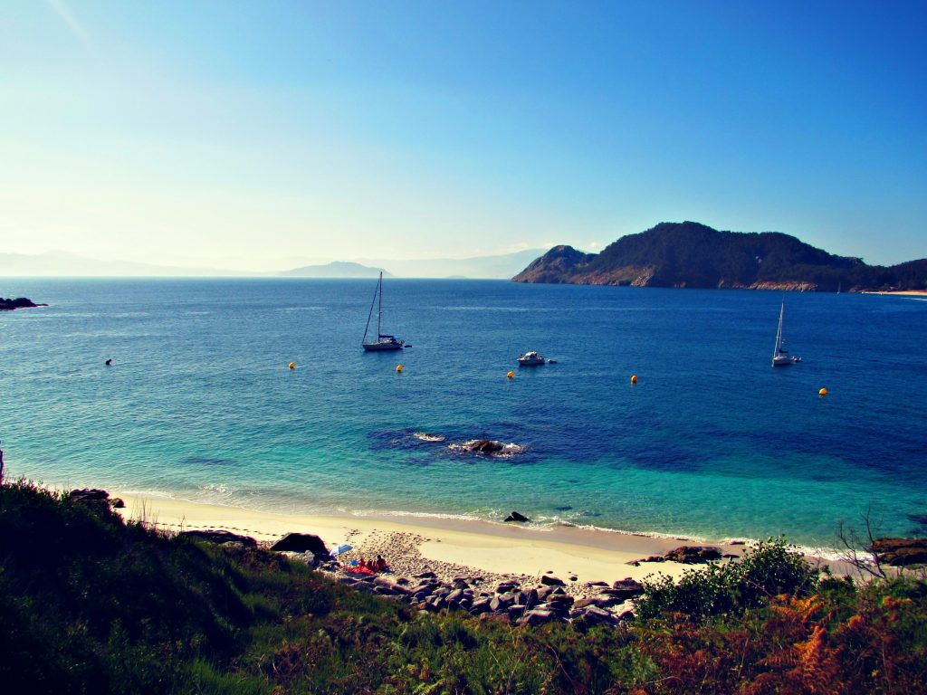 private-beach-for-2-coming-right-up-secluded-beach-cove-cies-islands-copyright-ben-holbrook