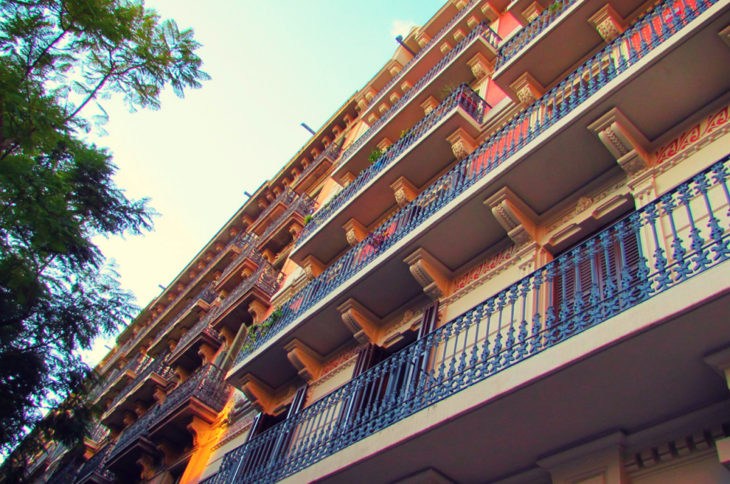 colourful-buildings-in-barcelonas-eixample-left-barrio