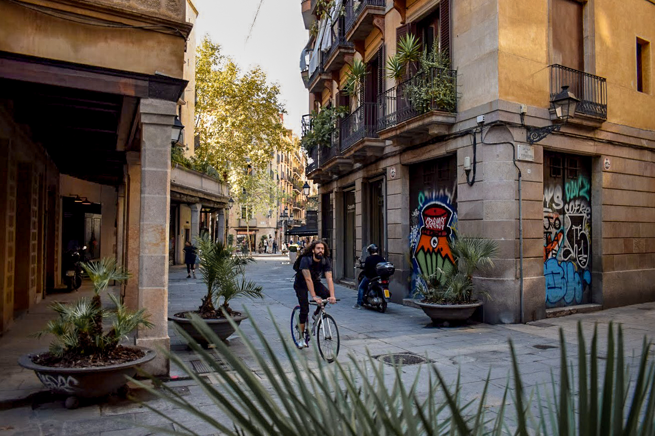 Cycling in Barcelona's Old Town - Gothic Quarter, Born, Raval