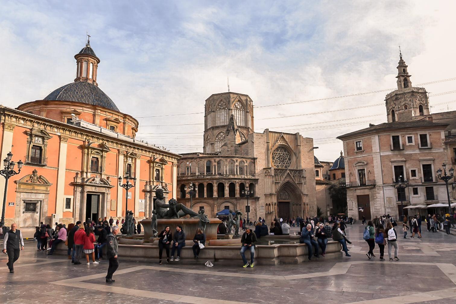 Plaza de la Virgen, Valencia - by Ben Holbrook