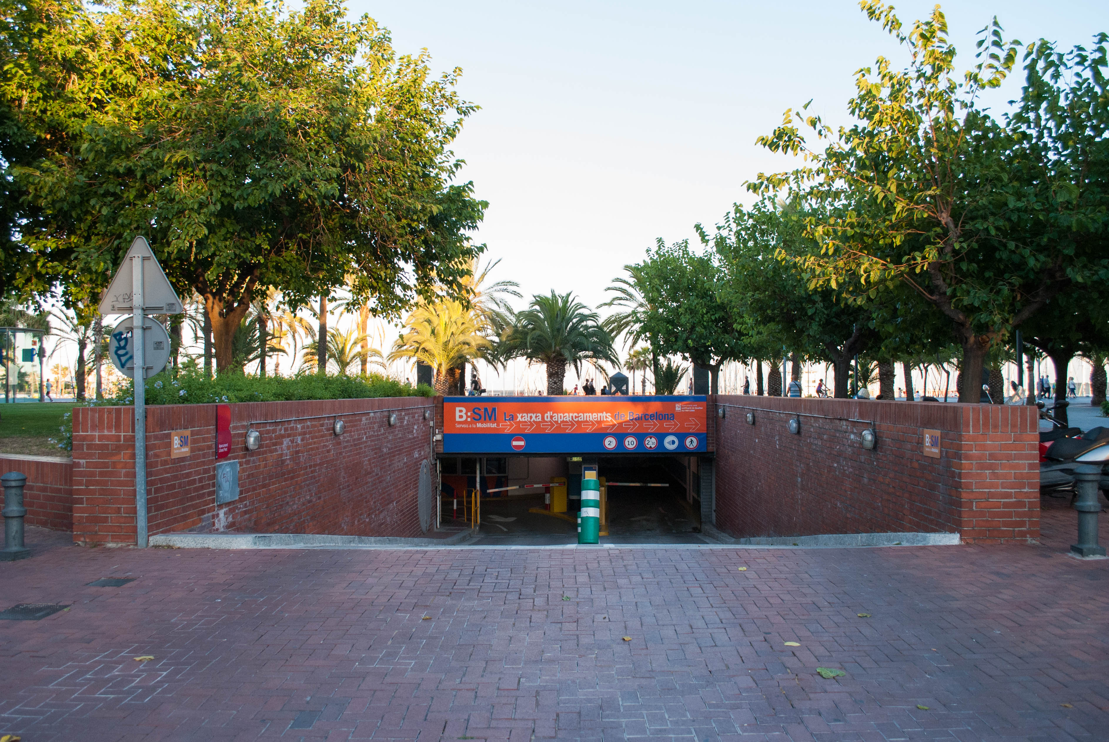 Car Parking in Barcelona - Guide