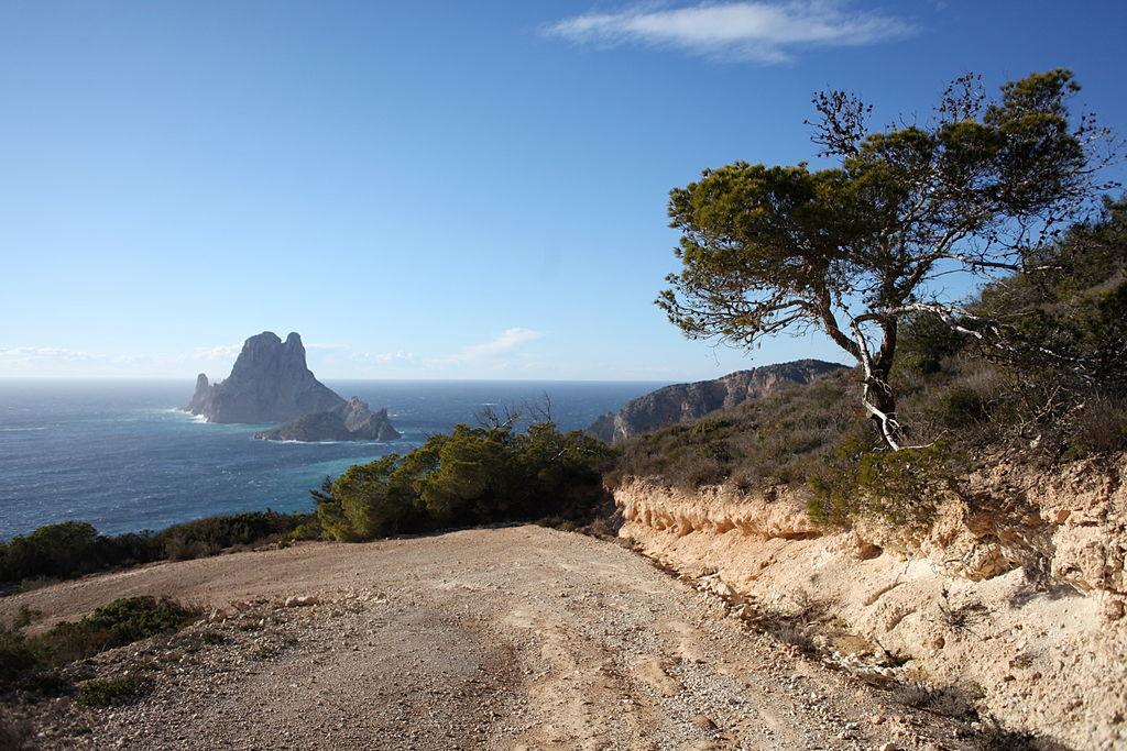 Cala_Llentrisca,_Ibiza,_Baleares Road Trip