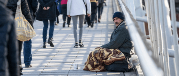 Homeless people who benefit from naloxone outreach services