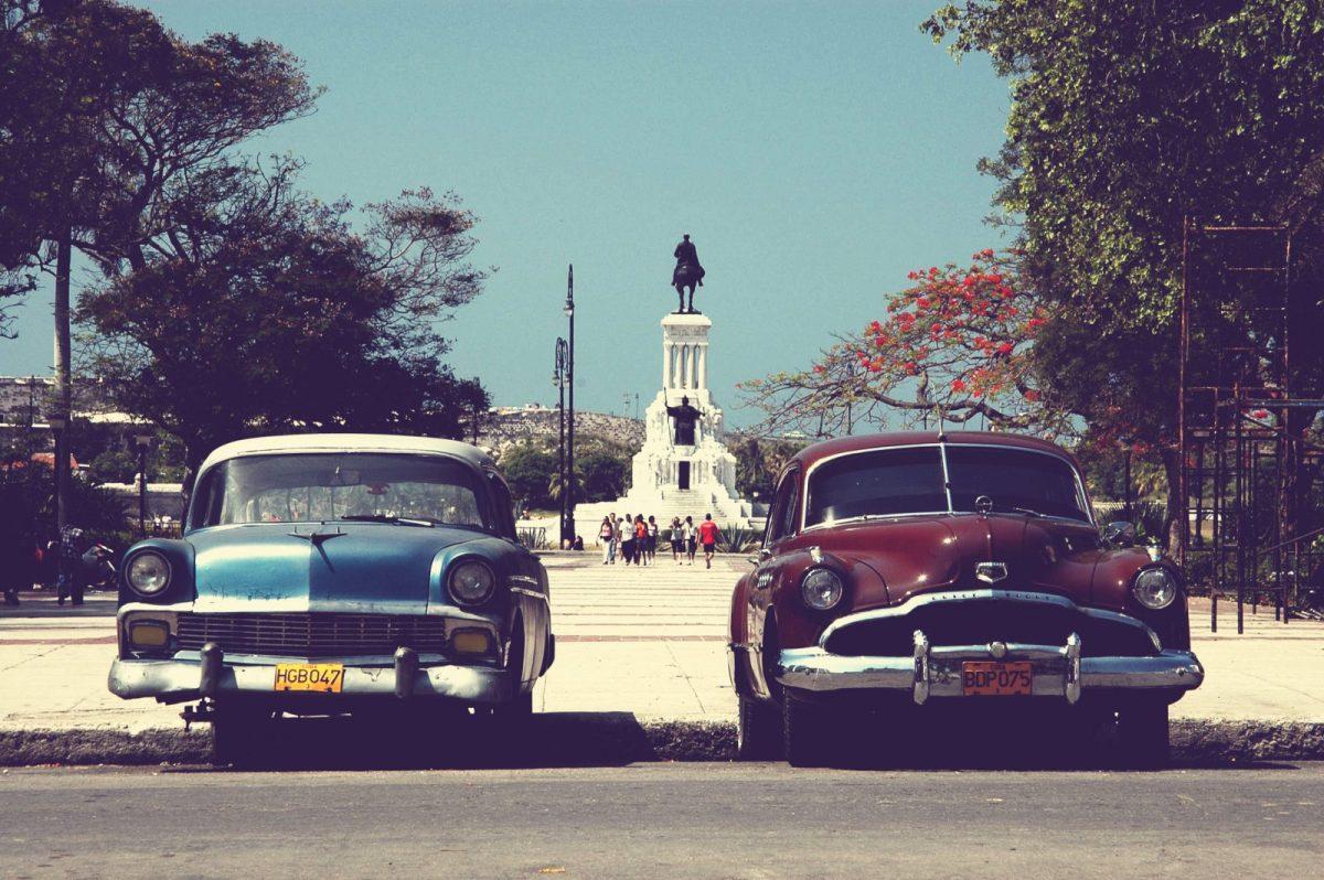 Two oldtimers in Havana, Cuba. Photo by Juriën Minke via Flickr CC