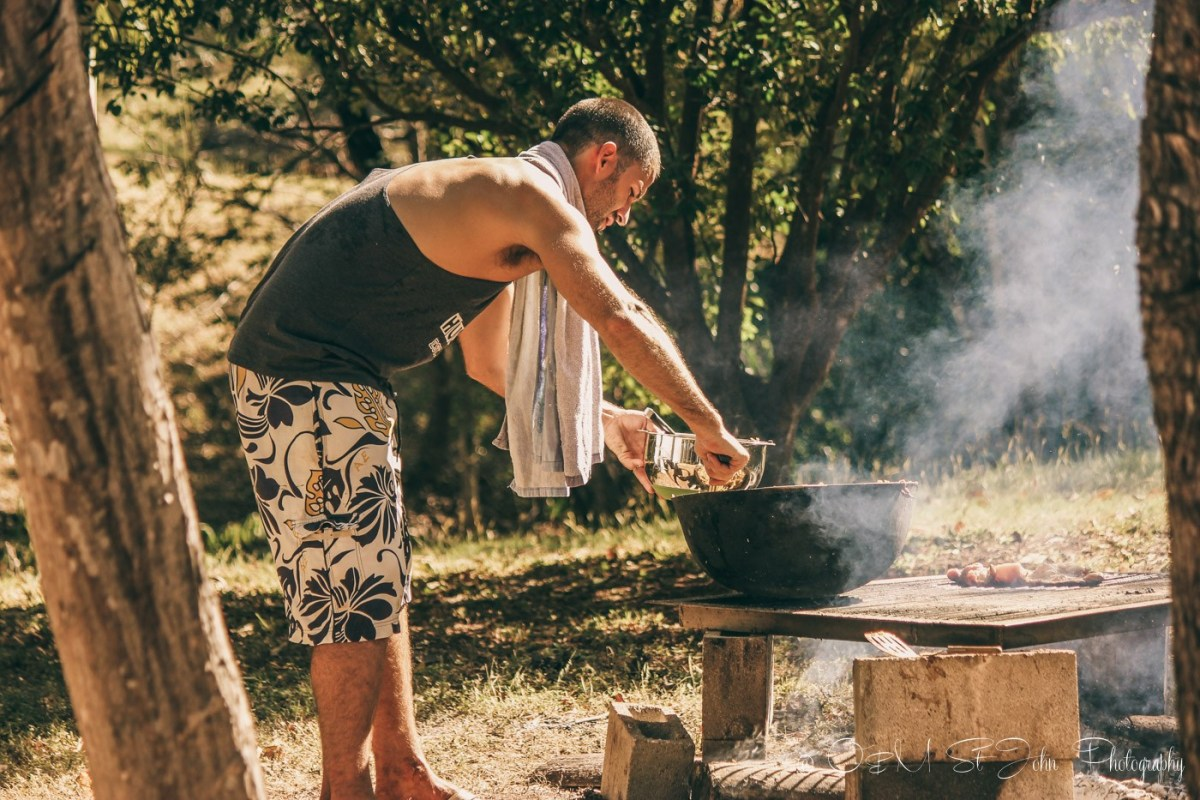 Max cooking gallo pinto in Costa Rica