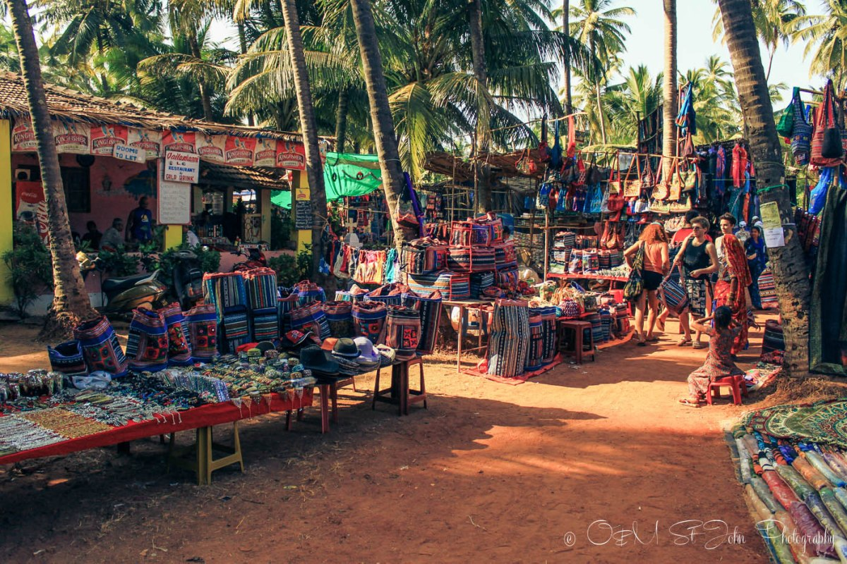 Money saving tips: Anjuna Wednesday Market, Goa, India