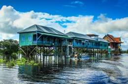 Kampong Phluk - a village on stilts in Tonlé Sap