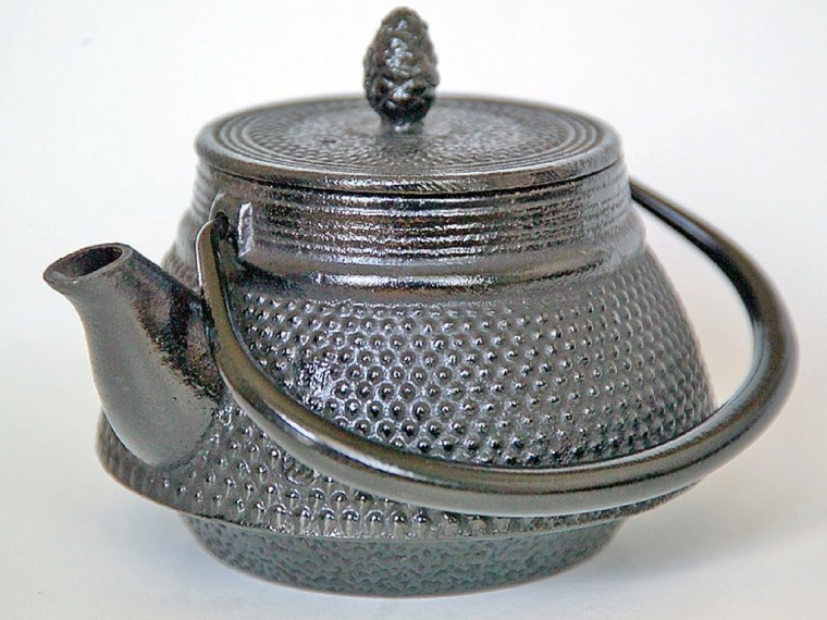 how-to-use-a-cast-iron-teapot