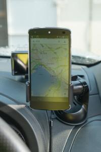Nexus5をホルダーにセット
