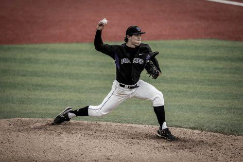 University of Washington baseball team defeats Oregon 5-4