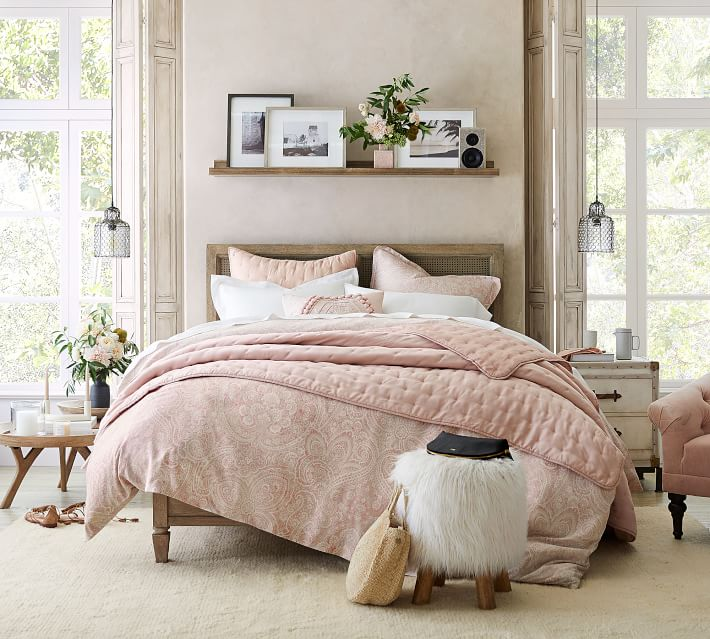 Above Bed Decor: Eight Ideas for Decorating That Awkward ...