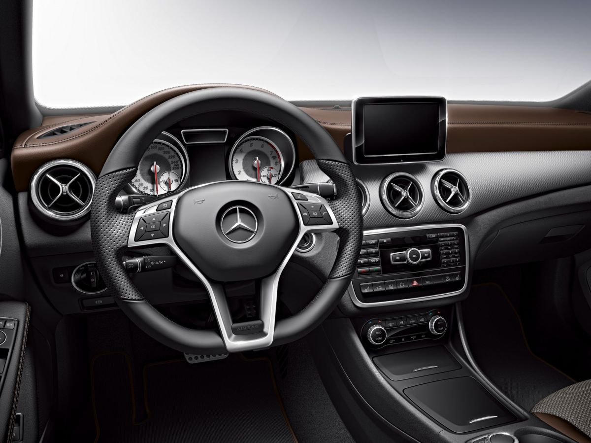 Mercedes GLA X156 Edition 1 One uitvoering wit 2014 06