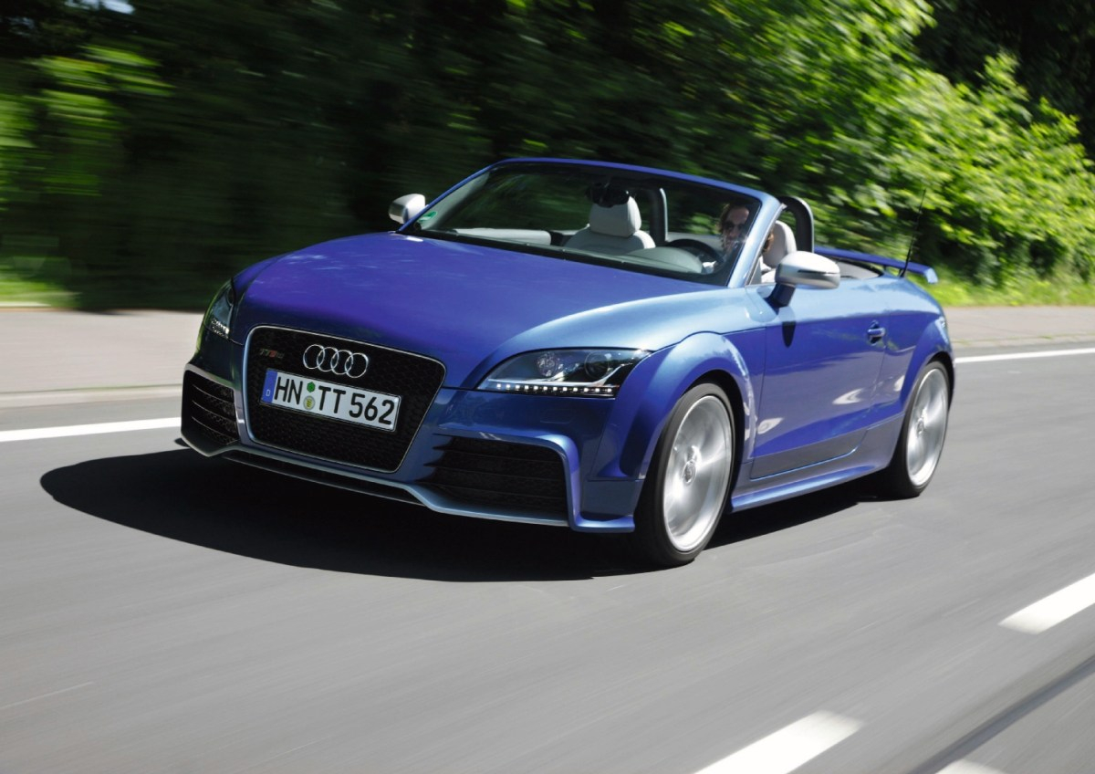 2009: 2.5 TFSI with gasoline direct injection, turbocharger and intercooler: 30 years after the first five-cylinder turbocharged gasoline engine was presented, Audi once again introduces a model with a five-cylinder gasoline engine and turbocharger at the Geneva Motor Show: the TT RS. The powerplant delivers 250 kW (340 hp) at 6,500 revolutions per minute from 2,480 cc and 450 newton meters (331.90 lb-ft) at 5,300 rpm. From 2011, this engine is also used in the RS 3 Sportback and from 2014 in the updated RS Q3. In the 2012 TT RS plus, the engine produces 265 kW (360 hp) at 6,700 revolutions per minute and develops 465 newton meters (342.97 lb-ft) of torque at 5,400 rpm.