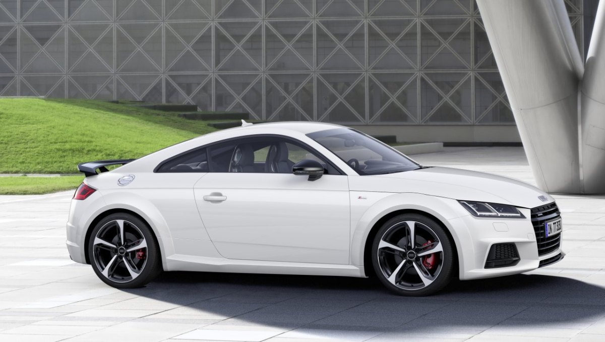 audi-tt-s-line-competition-wit-rood-2017-coupe-roadster-03