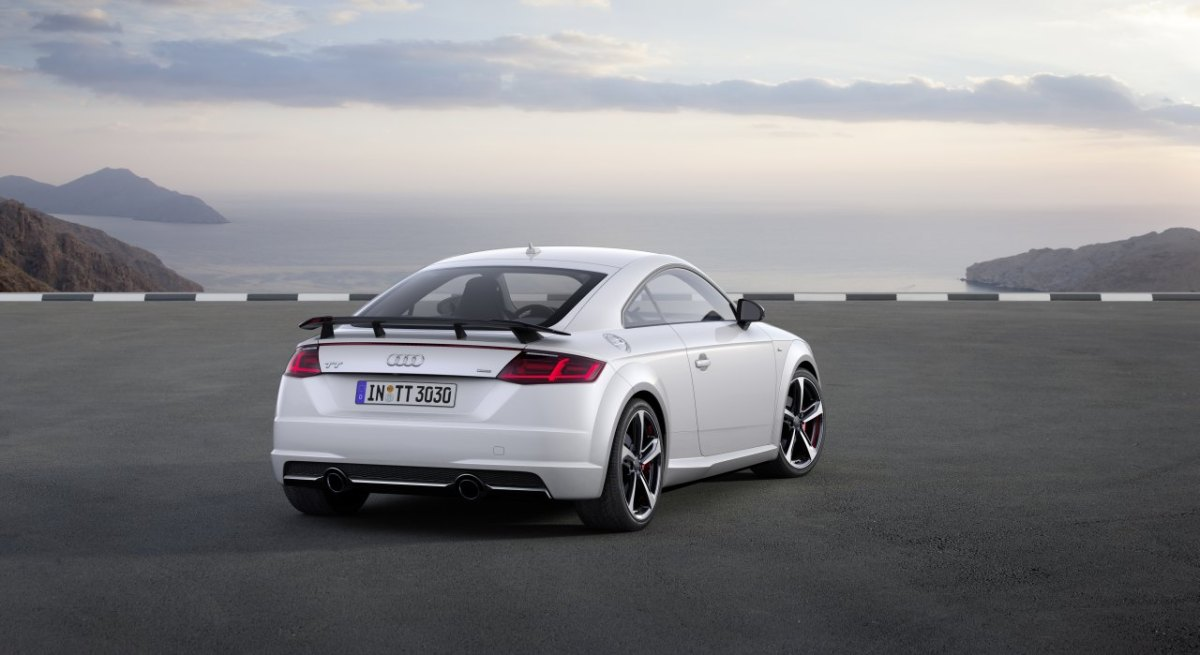 audi-tt-s-line-competition-wit-rood-2017-coupe-roadster-07