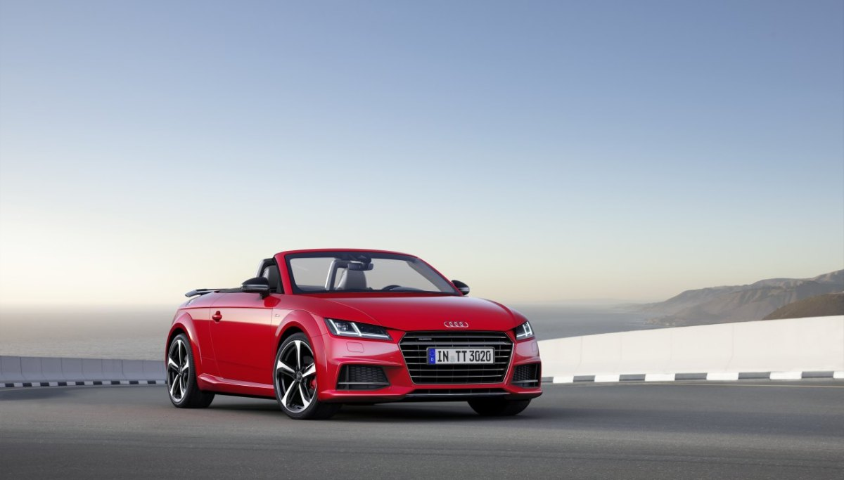 audi-tt-s-line-competition-wit-rood-2017-coupe-roadster-08