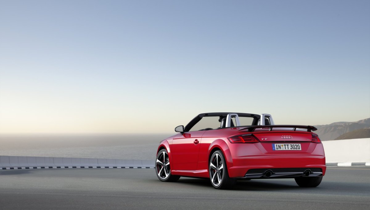 audi-tt-s-line-competition-wit-rood-2017-coupe-roadster-09