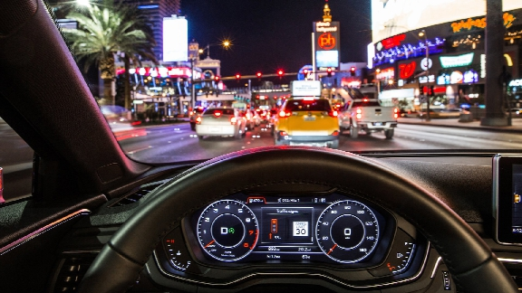 """""""Time-to-Green"""": In the Audi virtual cockpit or head-up display, drivers see whether they will reach the next light on green while traveling within the permitted speed limit."""