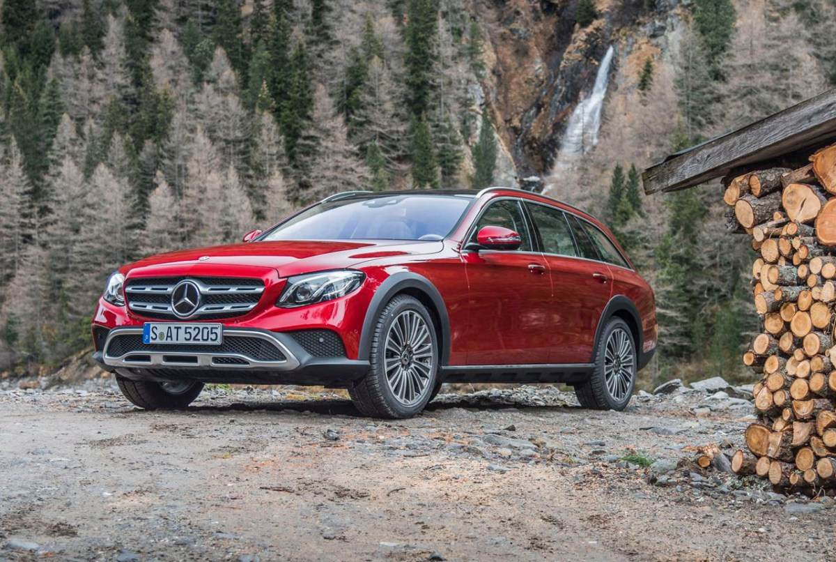 E 350 d 4 MATIC All-Terrain; Farbe: hyacinthrot; Leder: Nappa nussbraun/espressobraun E 350 d 4 MATIC All-Tarrain; Paint: designo hyacinth red metallic ; Leather: Nappa leather nut brown/espresso brown